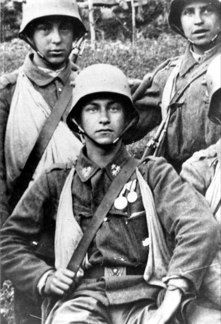 """Der OÖ Freiwillige Schütze Albin Prokesch war im Alter von 16 Jahren eingerückt und war zwei Jahre später mit der """"Goldenen Tapferkeitsmedaille"""" ausgezeichnet worden."""